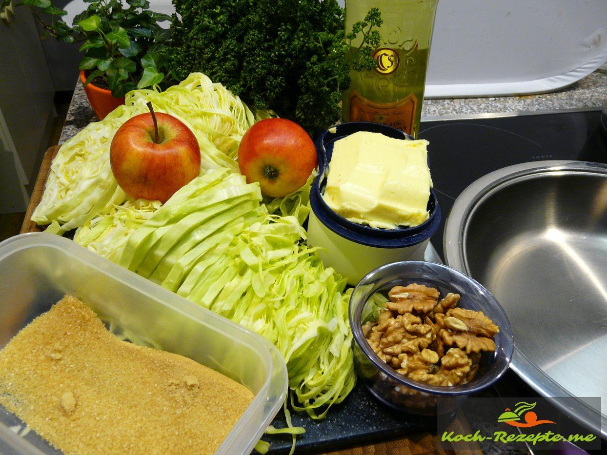 Zutaten für karemellisierter Spitzkohl mit Apfelspalten und Walnüsse