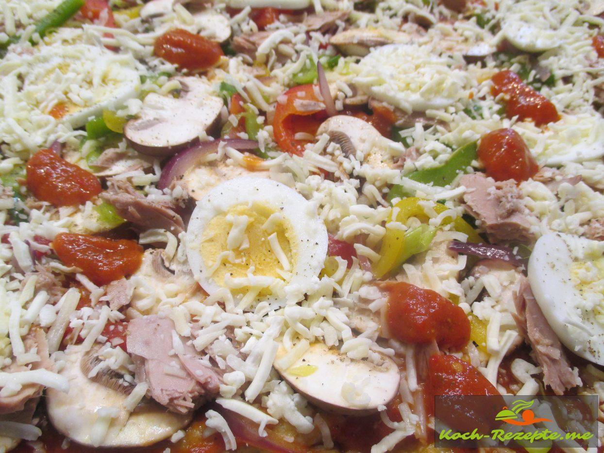 Mit Mozzarella- Käse bestreuen und nochmals 8 Minuten backen
