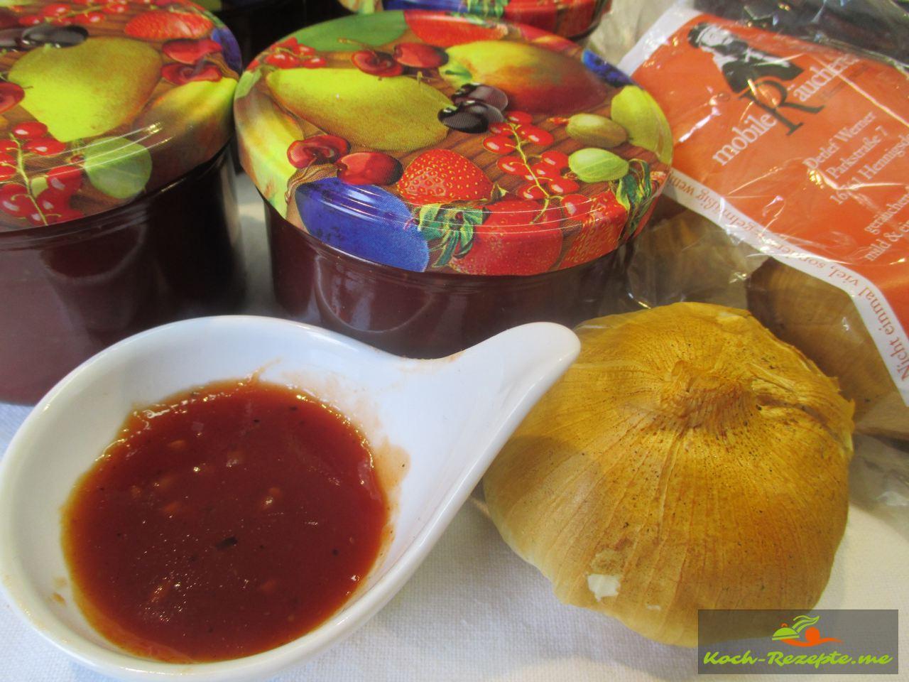 Mit Räucherknoblauch von der Mobilen Räucherei Hennigsdorf für die Tomatenmarmelade