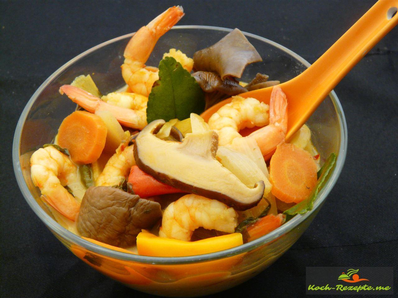 Die fertige Suppe Tom Yam Gung