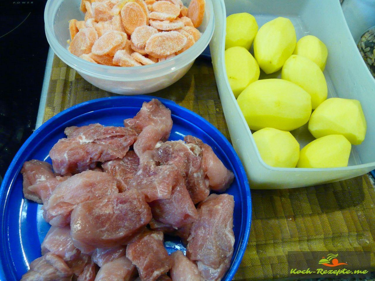 ZutatenMöhren Kartoffeln und Schweinefleisch