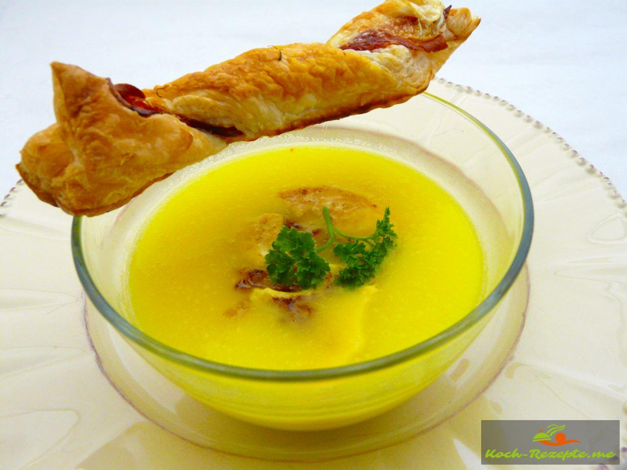 Kartoffel-Spargel-Safran Suppe mit Blätterteigstangen mit Schinken