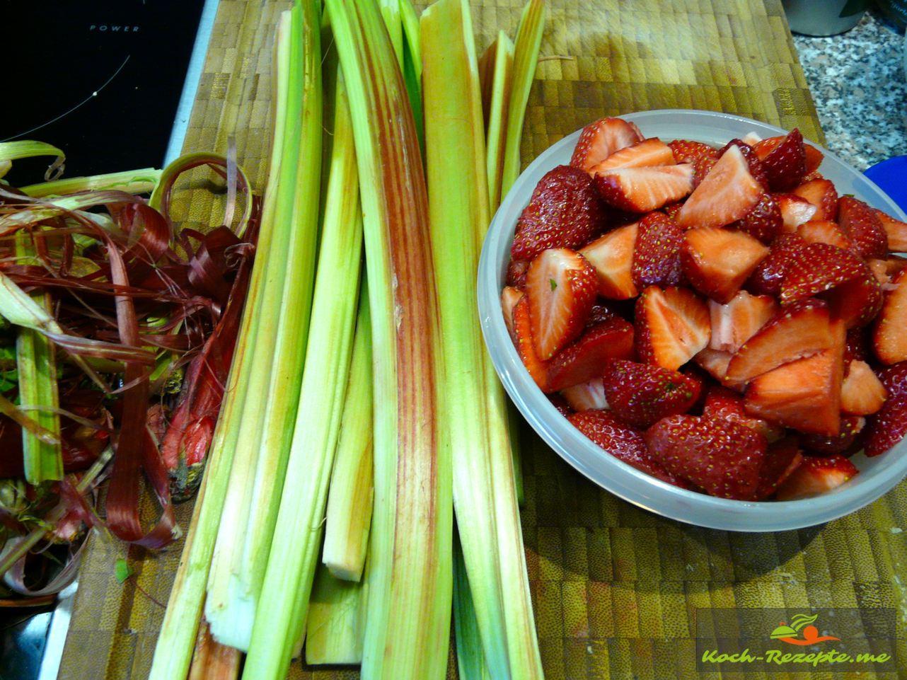 Zutaten: Rhabarber und Erdbeeren für den Low Carb Rhabarber-Erdbeer Kuchen