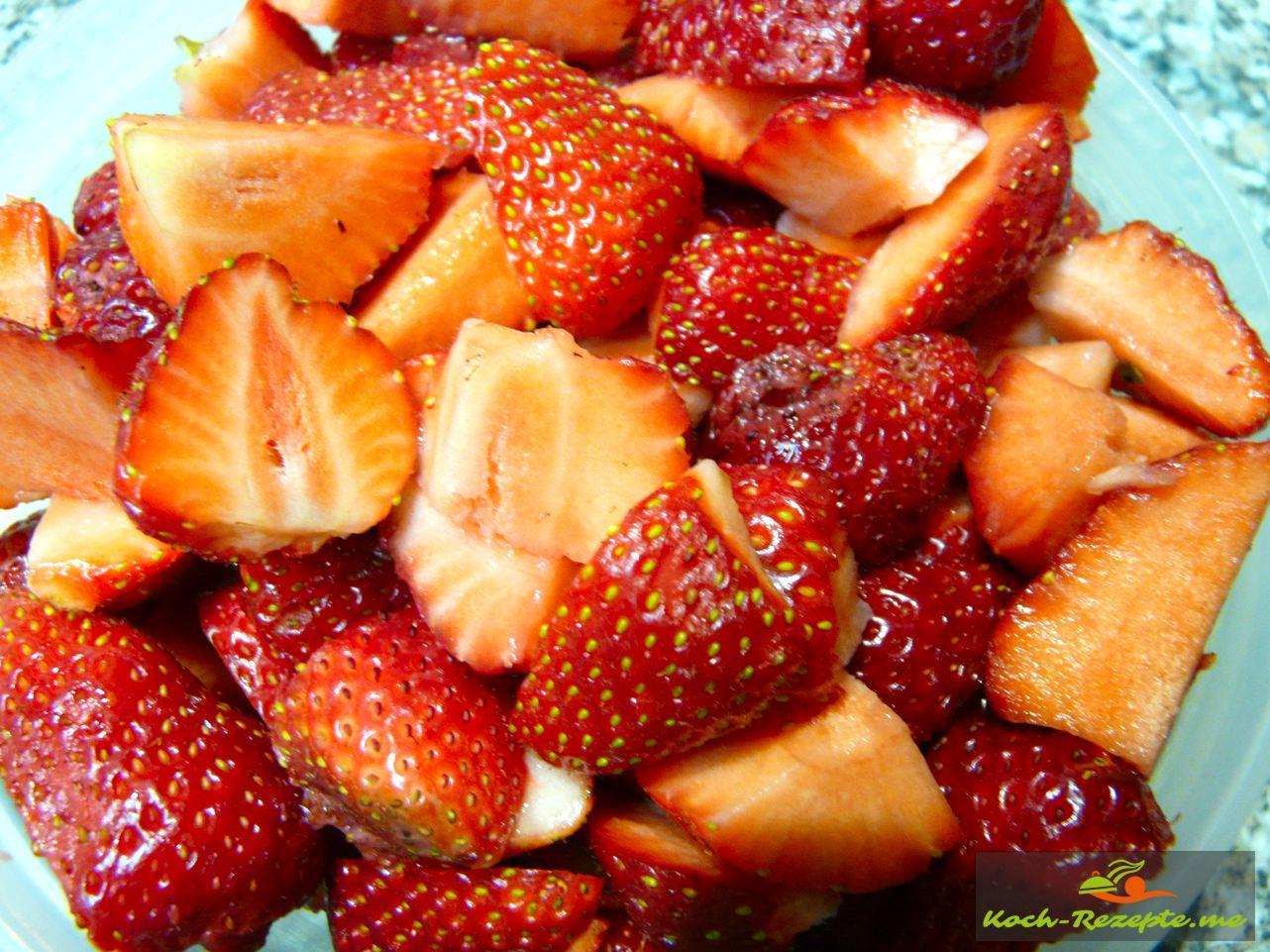 Erdbeeren gereinigt Vierteln