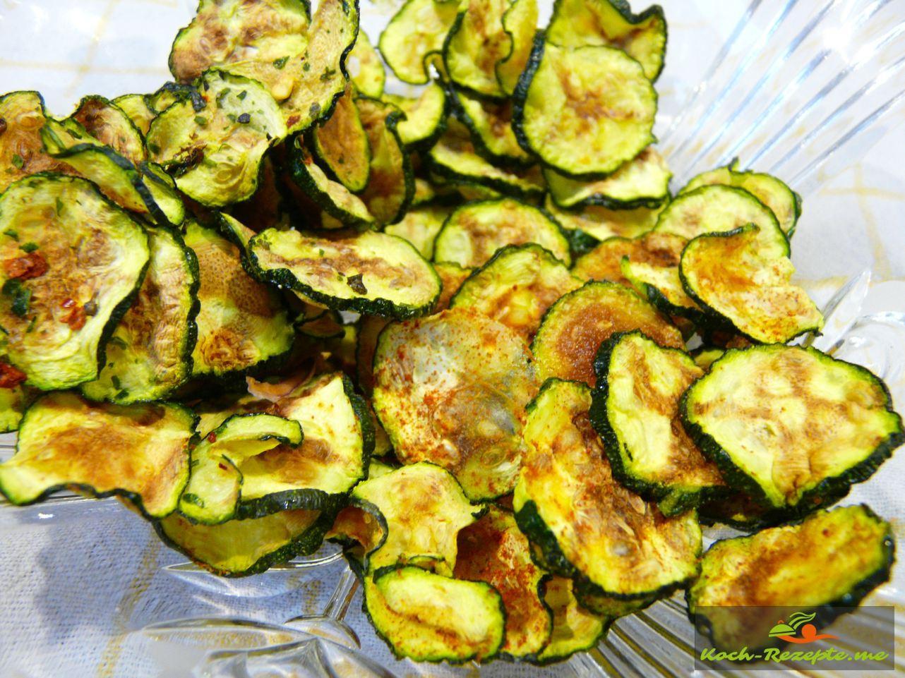 Zucchini-Chips selber gemacht  im Backofen oder Mikrowelle, lecker und leicht auch zur Zucchinisuppe mit Ingwer zu servieren