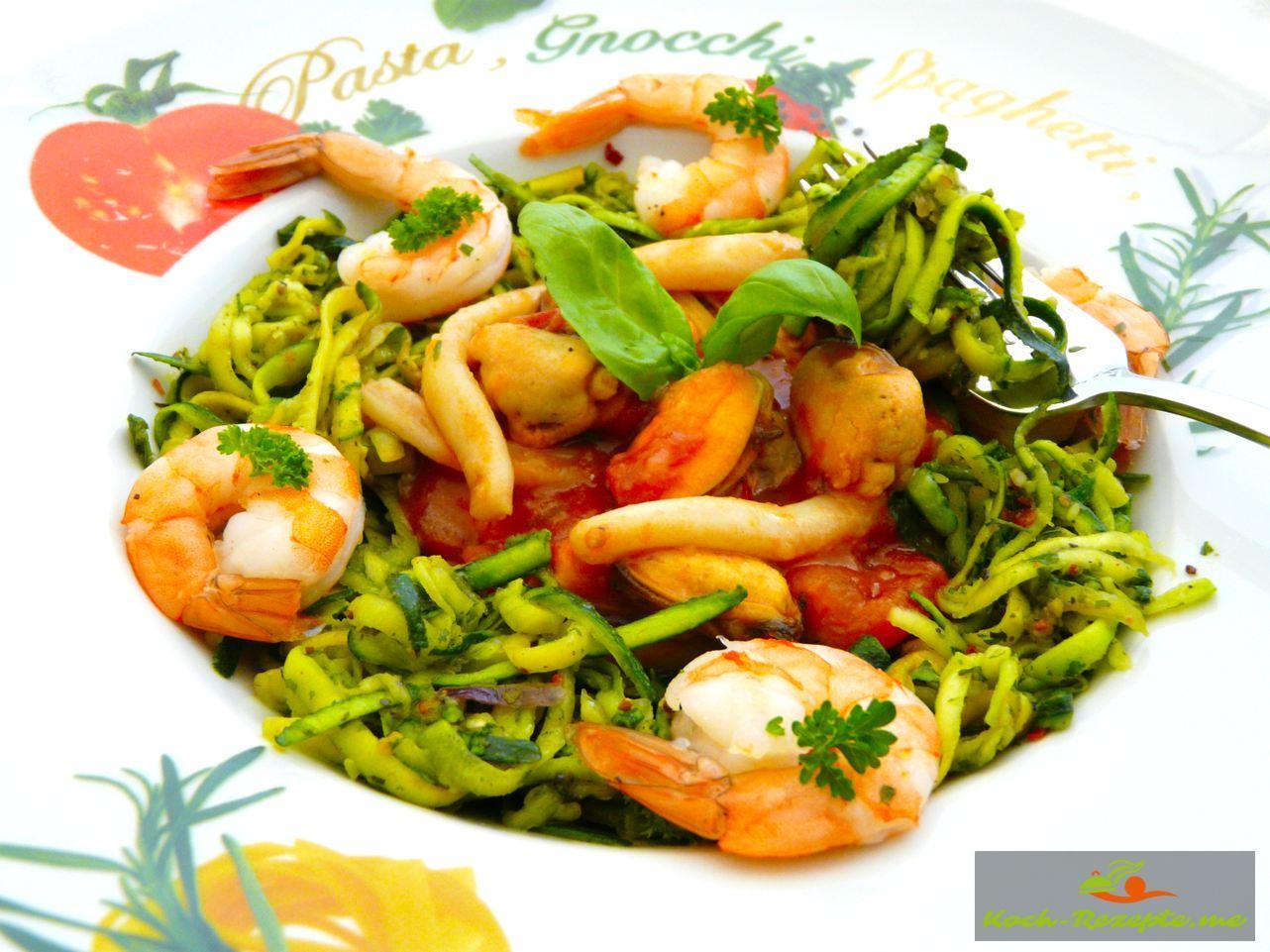 low carb zucchini spaghetti mit salsa di pomodoro italiano. Black Bedroom Furniture Sets. Home Design Ideas