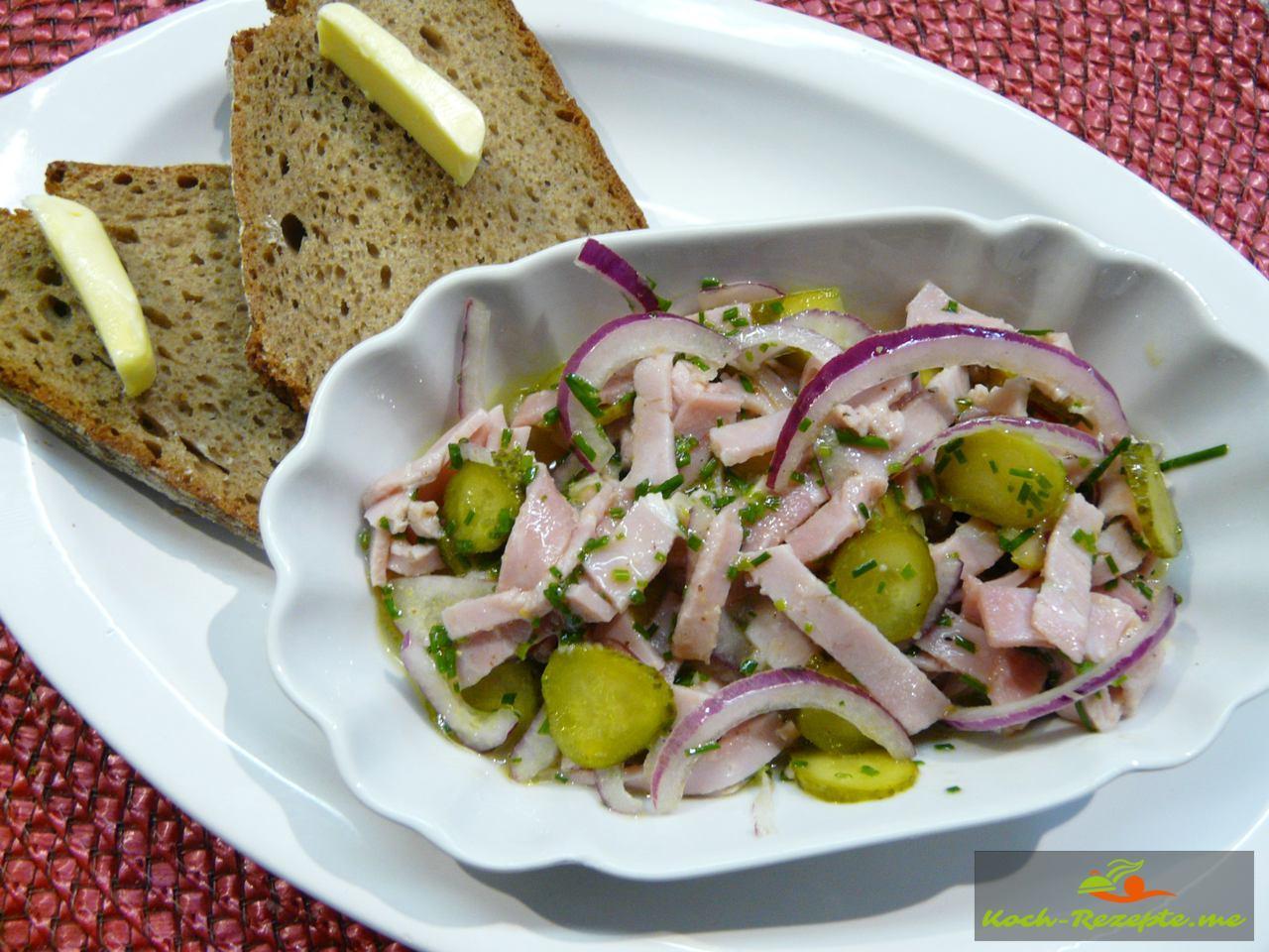 Bayrischer Wurstsalat mit Brot