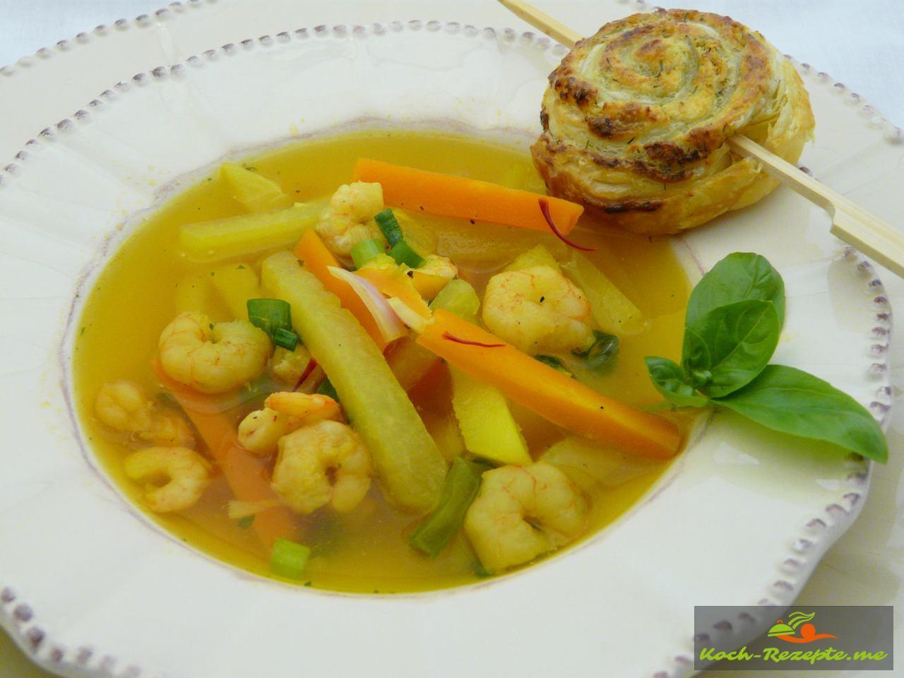 Kohlrabi Safran Suppe mit Garnelen