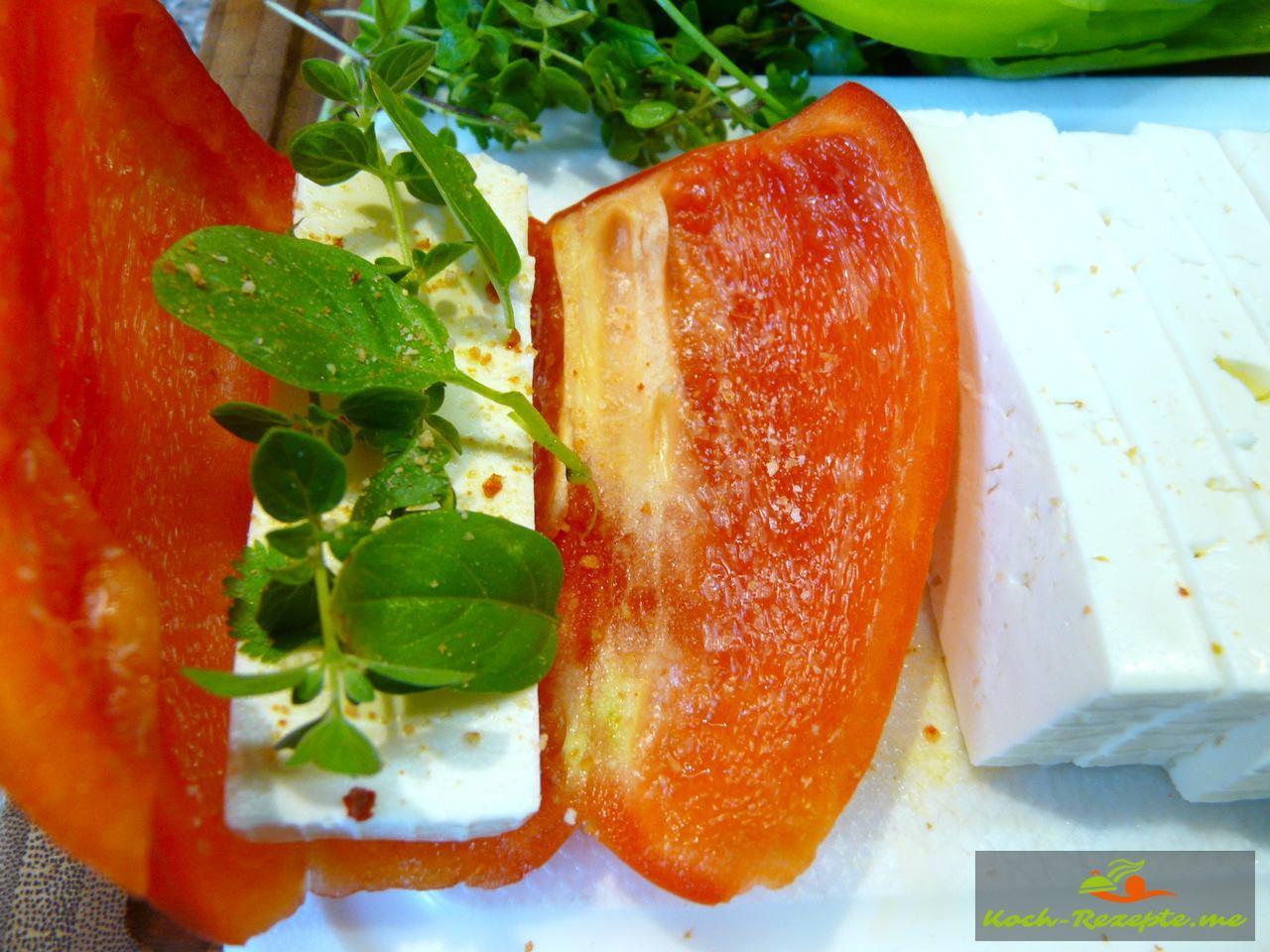 Paprika füllen mit Feta und Kräutern würzen mit Chilisalz