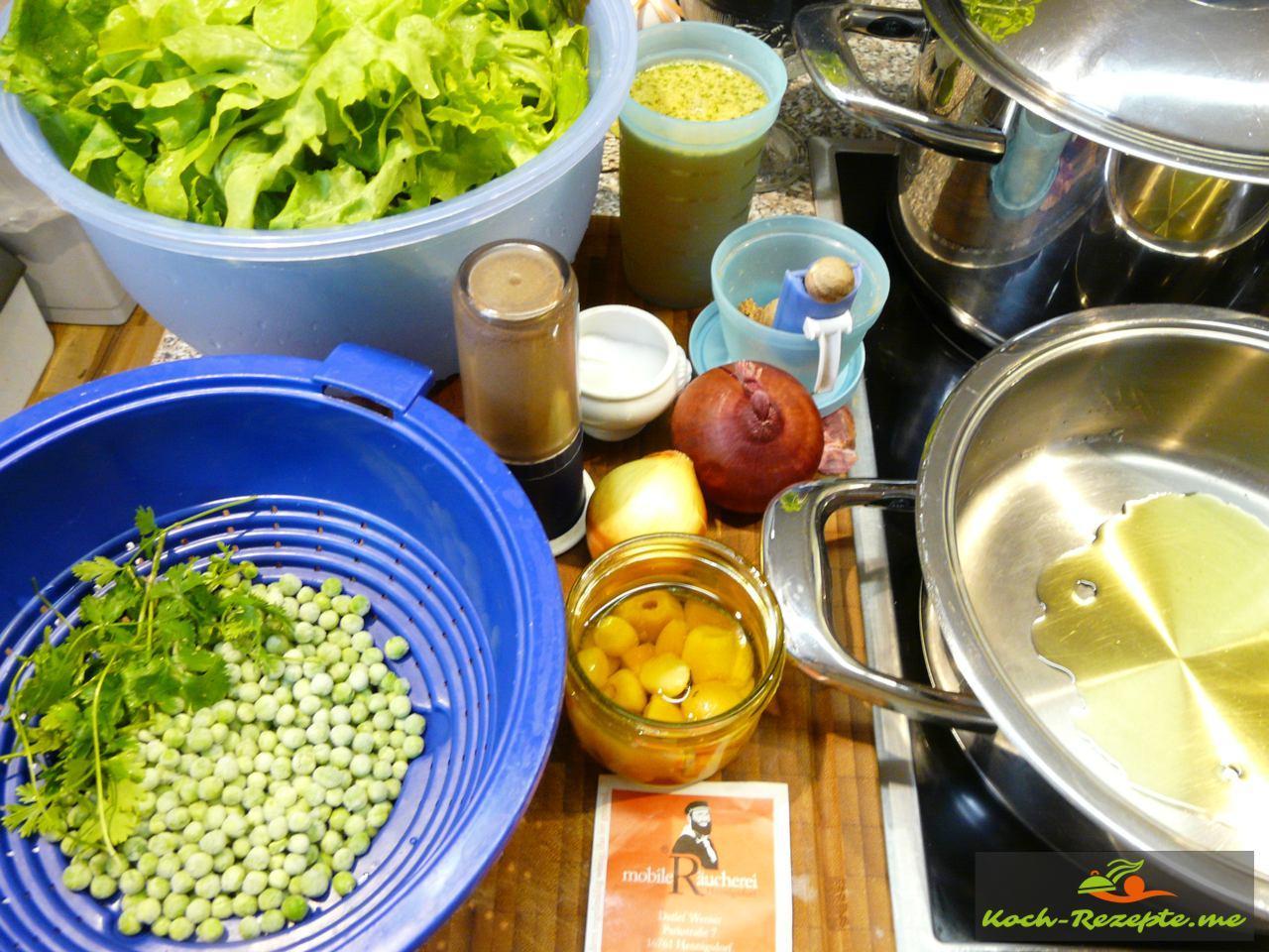 Zutaten für Kochsalat mit grünen Erbsen