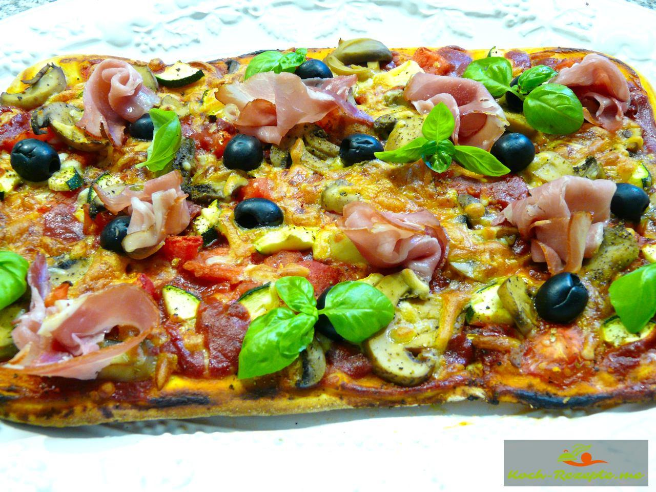 sommer pizza rezept schnell lecker mit zucchini backen. Black Bedroom Furniture Sets. Home Design Ideas