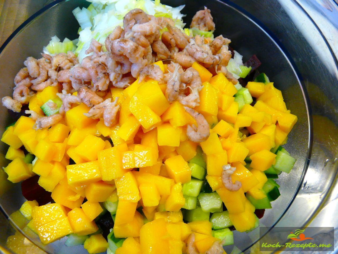 Sommersalat mit Nordsee Krabben und frischer Mango