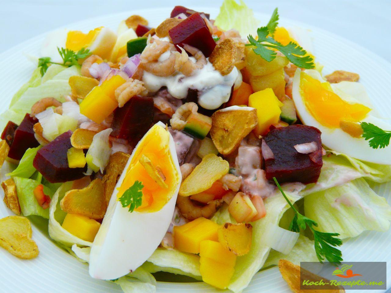 Frisch und fruchtiger Sommersalat mit Rote Beete-Krabben
