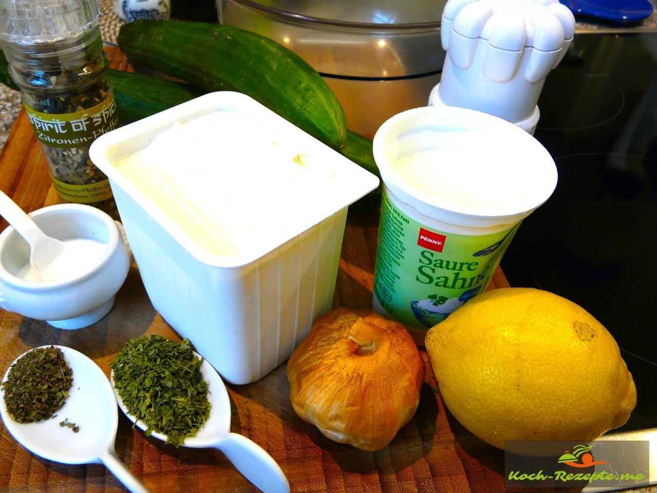 Tzatziki Rezept: Mit Räucher-Knoblauch, Saure Sahne, Magerquark, Zitrone, Salz, Zitronen-Pfeffer, Räucher-Knoblauch,Salatgurke, Oreganno, Pfefferminze