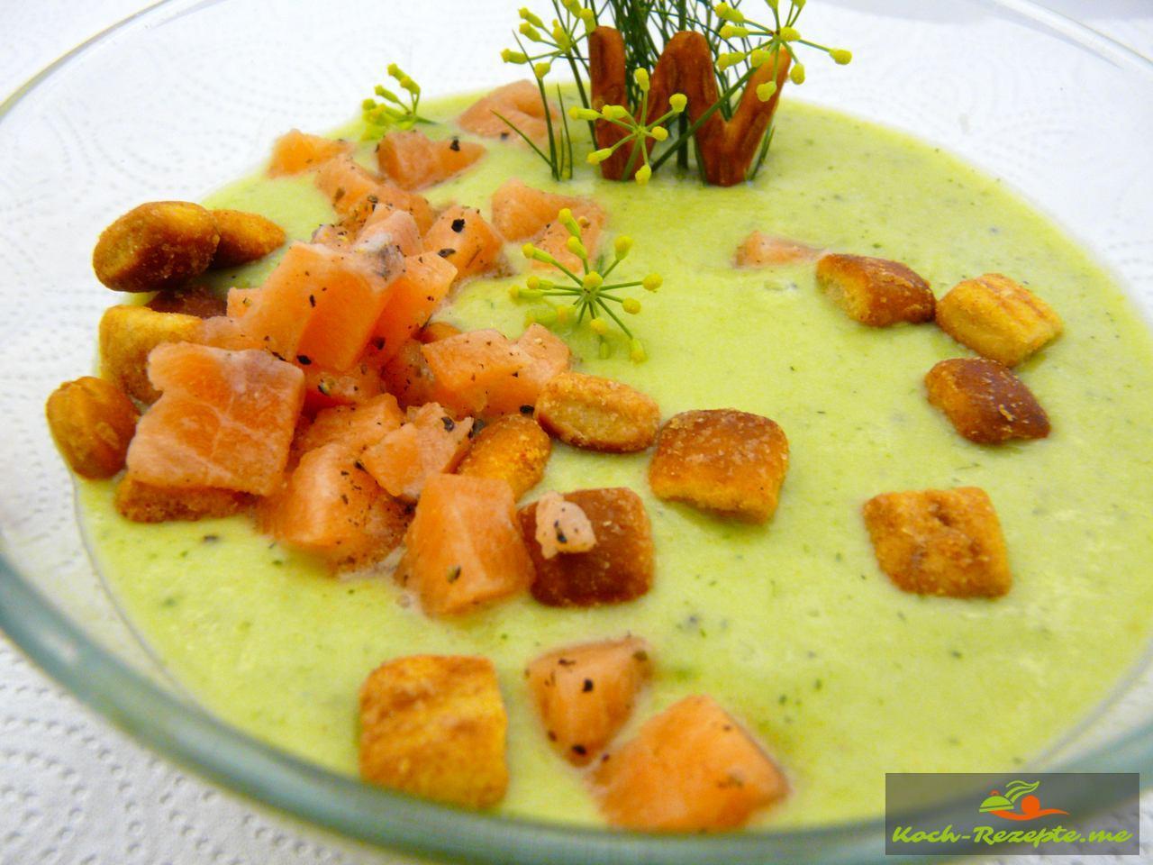 Kalte Gurken-Avocado Suppe mit Krebsfleisch und Dill