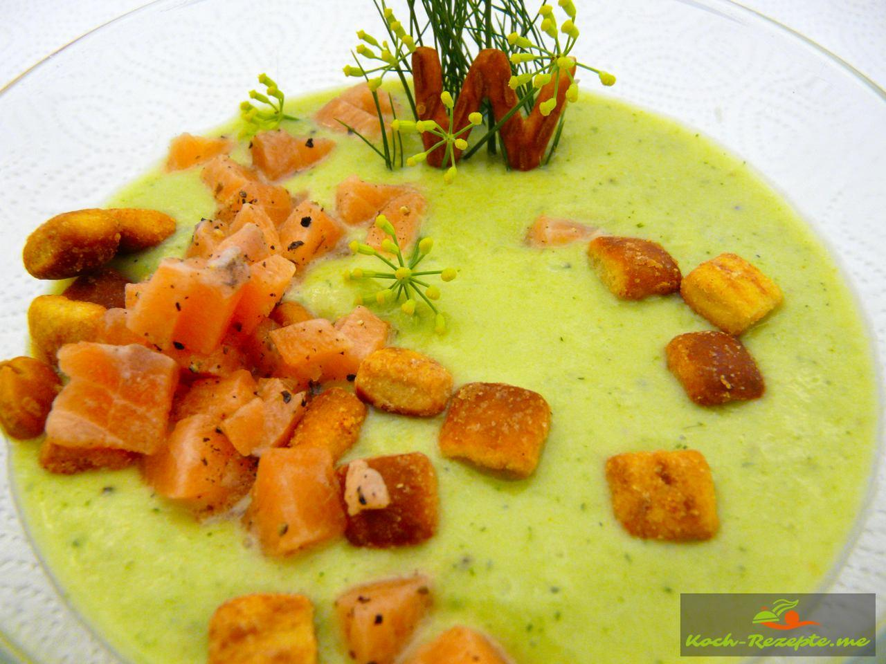 Kalte Gurken-Avocado Suppe
