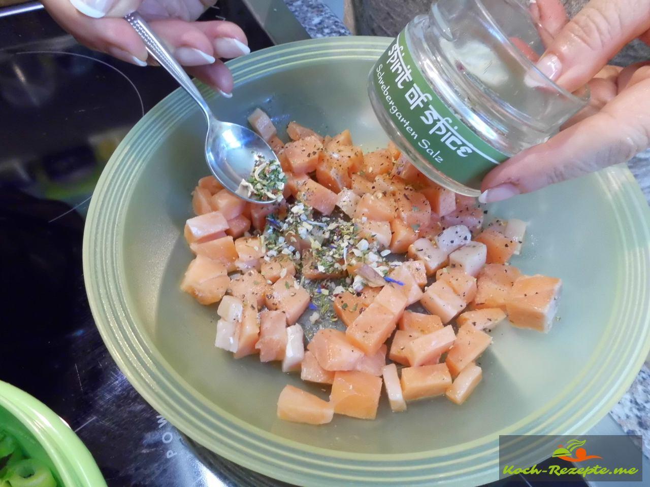 Schrebergarten-Salz von Spirit of Spice unter den Lachs heben