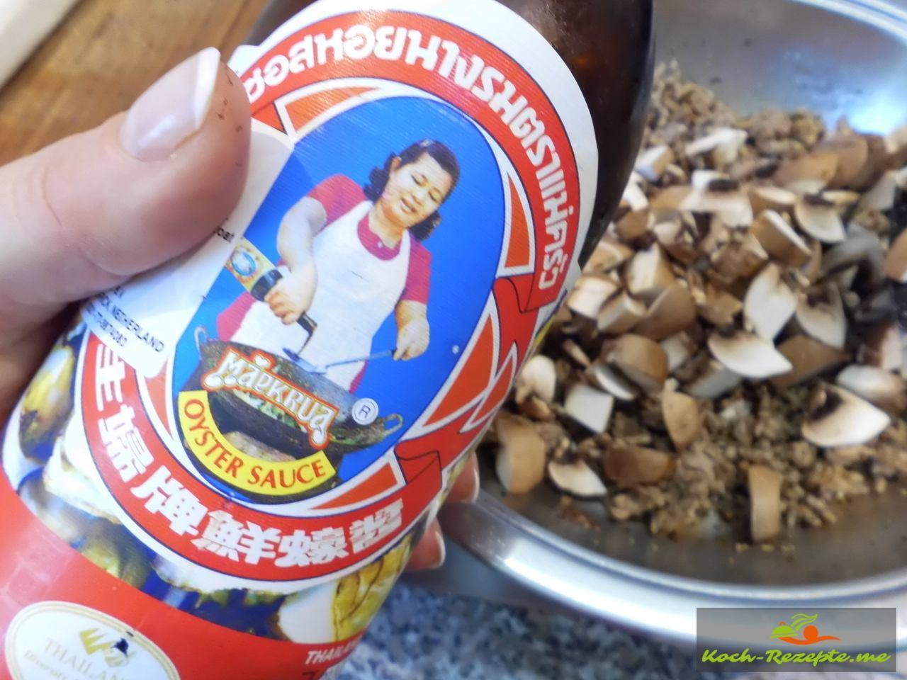 Geflügelhack mit  Oyster Sauce würzen