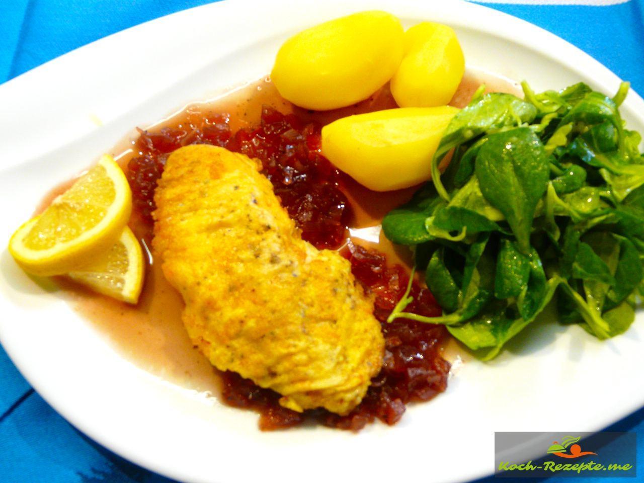 Leckeres Zwiebel-Kompott rot, Rotbarschfilet in Eihülle auf Zwiebel-Kompott