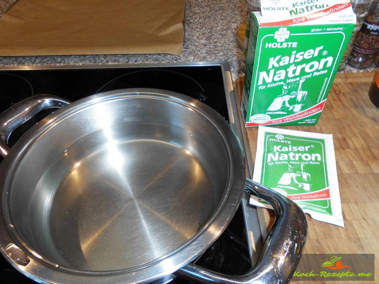 Kochendes Wasser mit Natron erstellen