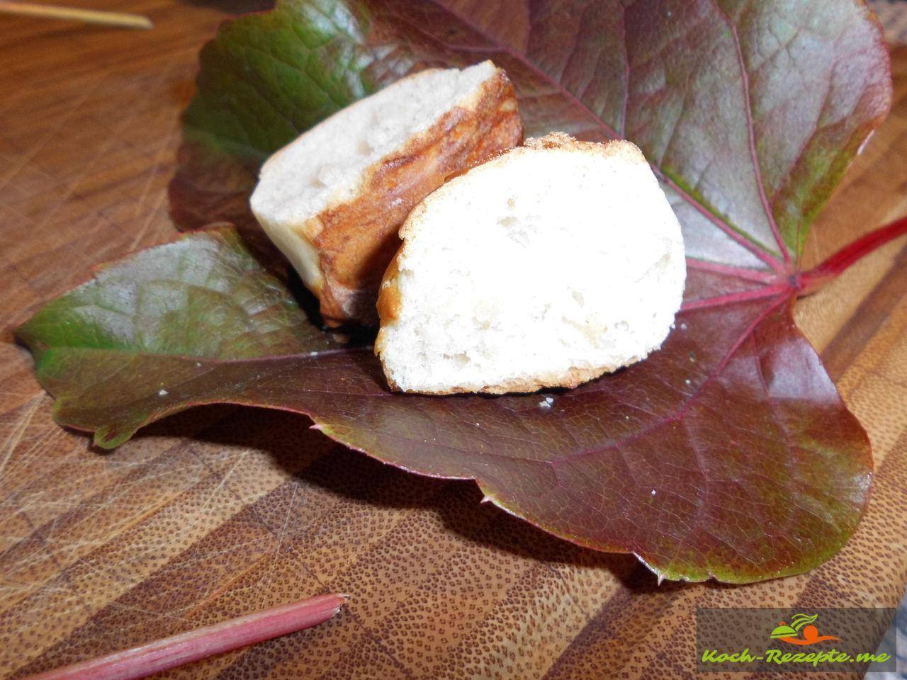 Laugengebäck mit Hefe hergestellt als Fingerfood innen sehr locker außen knusprig