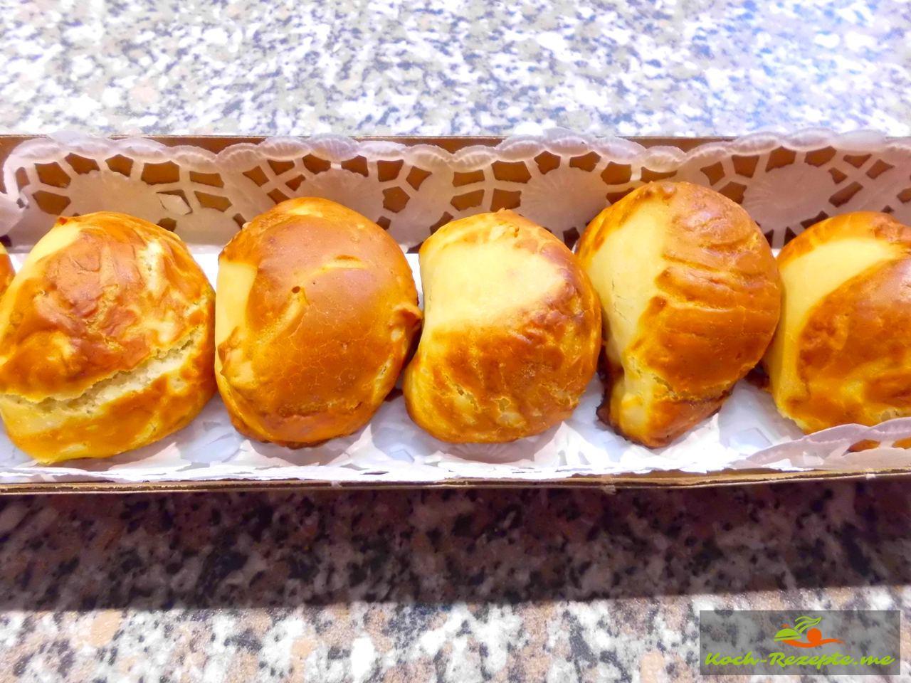 schön zum Verschenken  Laugengebäck mit Hefe hergestellt als Fingerfood