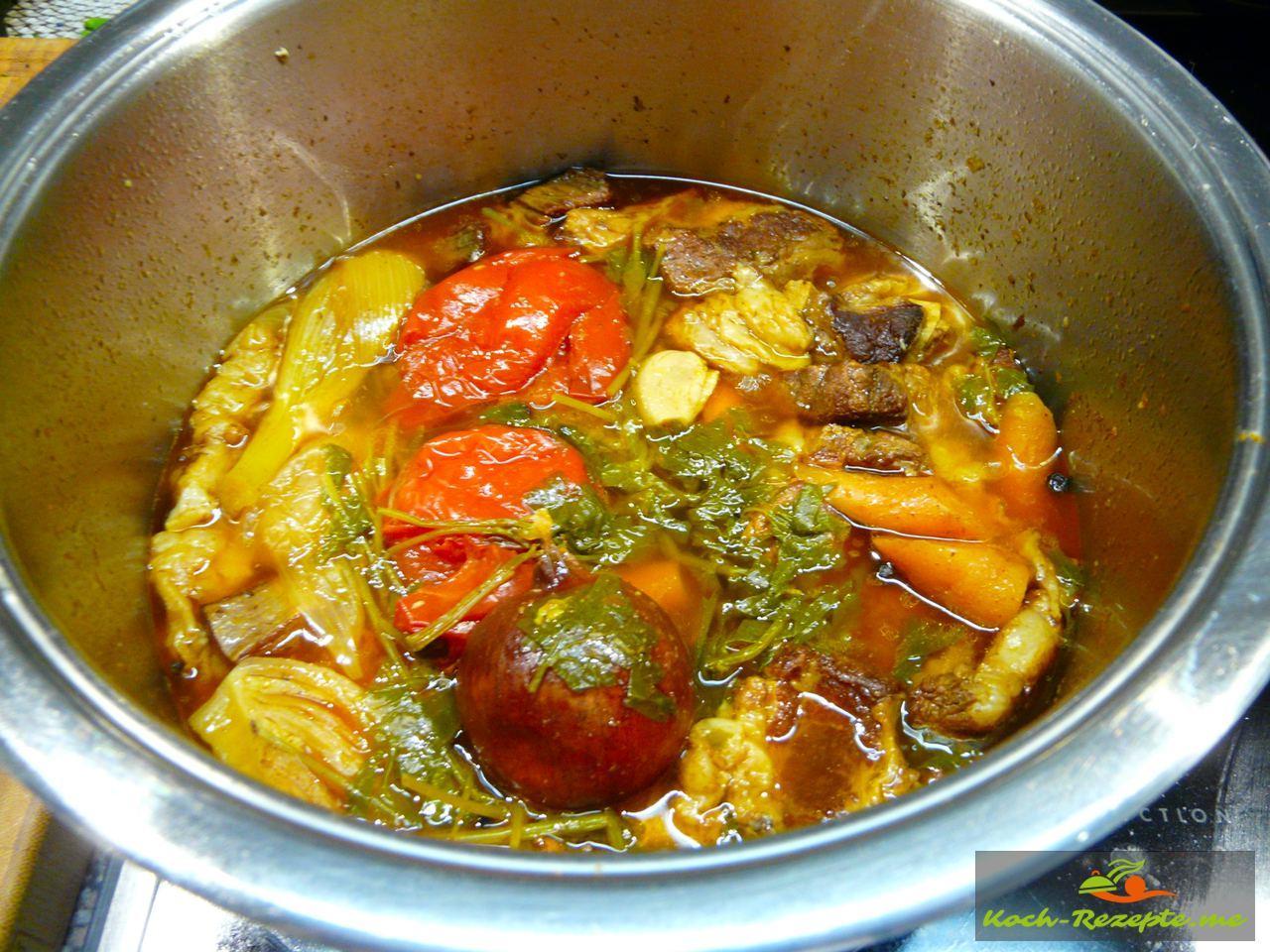 Gemüse und Rinderfond sind fertig gekocht