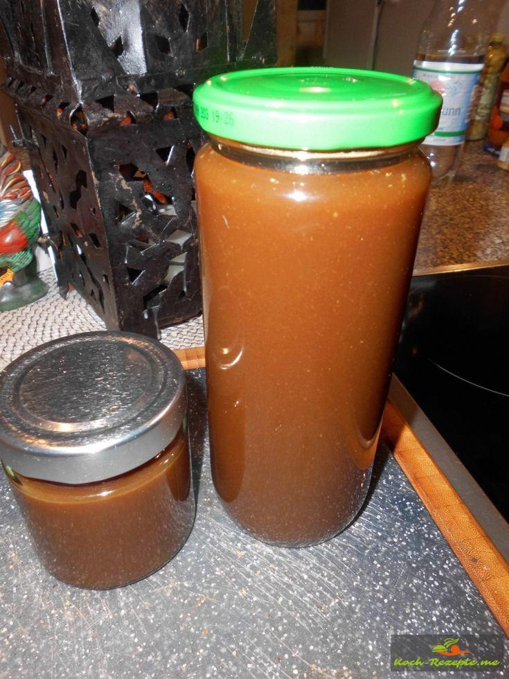 In Gäser die Calvados Sauce  abgefüllt und eingekocht als  Reserve