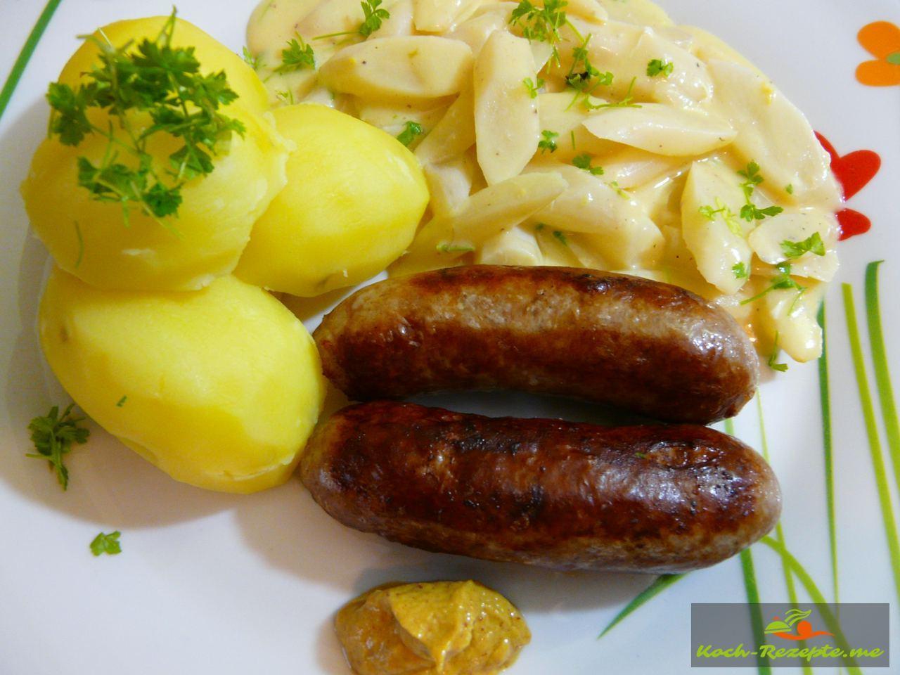 Schwarzwurzel in leichter -Petersilien-Senfsauce Salzkartoffeln und Bratwurst raffiniert und lecker