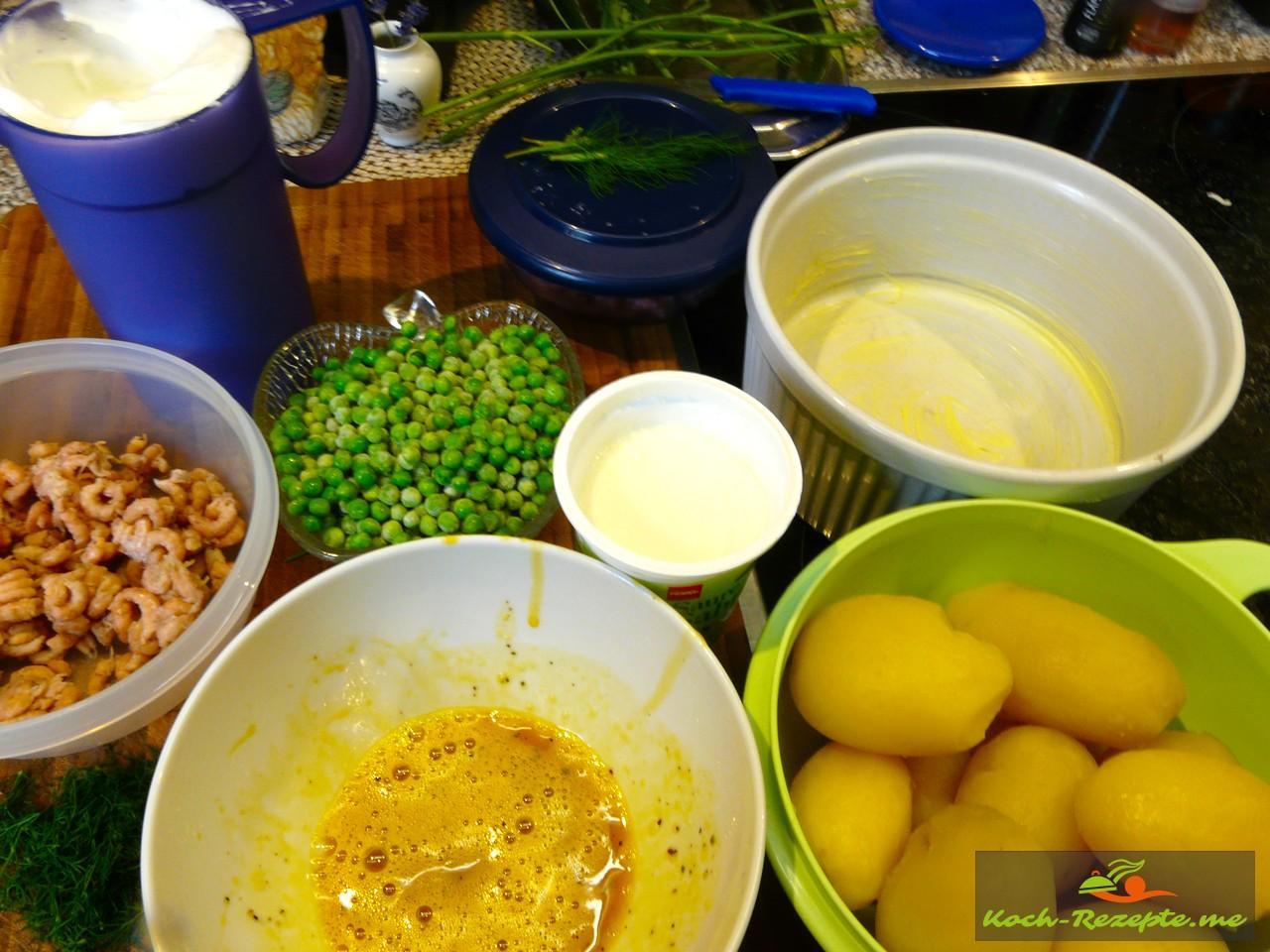 festkochende Kartoffeln,  Krabben frisch, TK Erbsen,  Eier trennen ,Saure Sahne , Salz ,Pfeffer, Dillspitzen, Butter