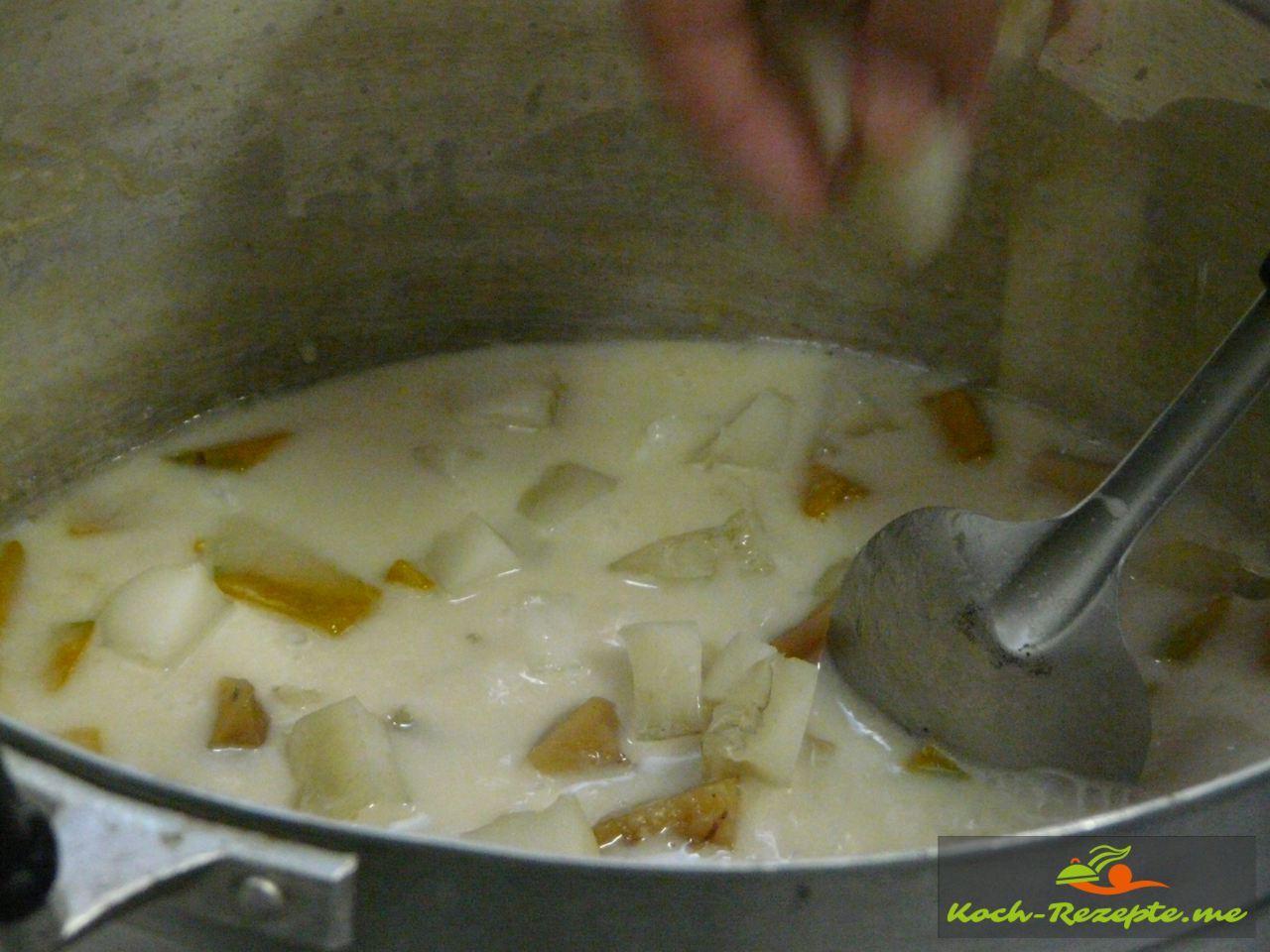 Zum Schluss das Kokosgelee  einrühren und heiß servieren