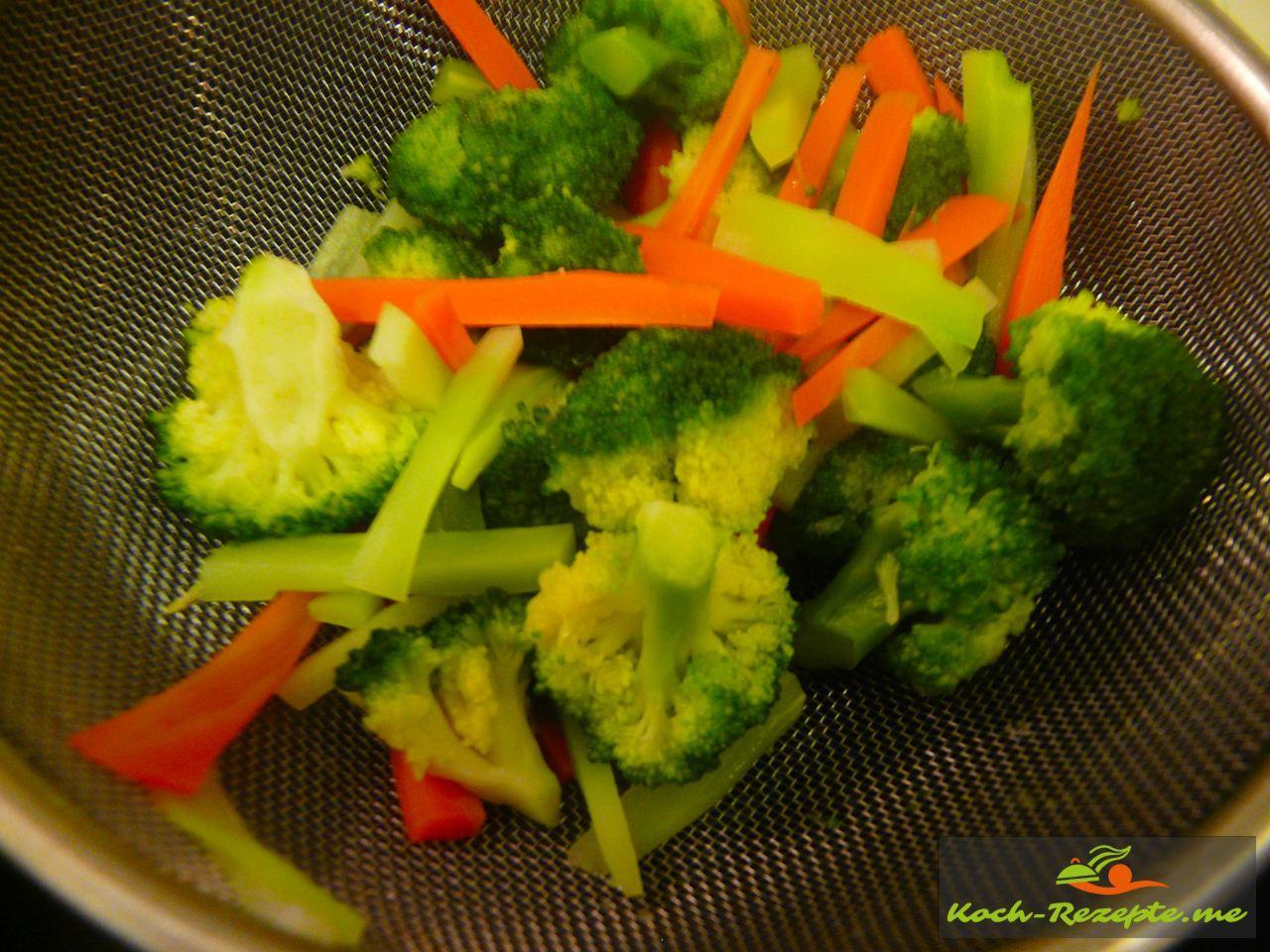 Das Fertige Gemüse Rezept für Asia Nudeln mit Brokkoli Gemüse