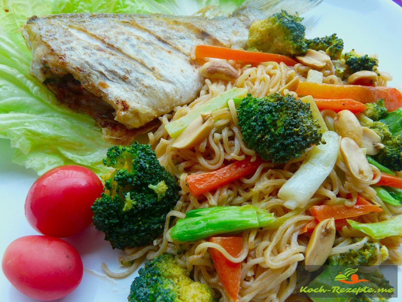Asia Nudeln mit Brokkoli