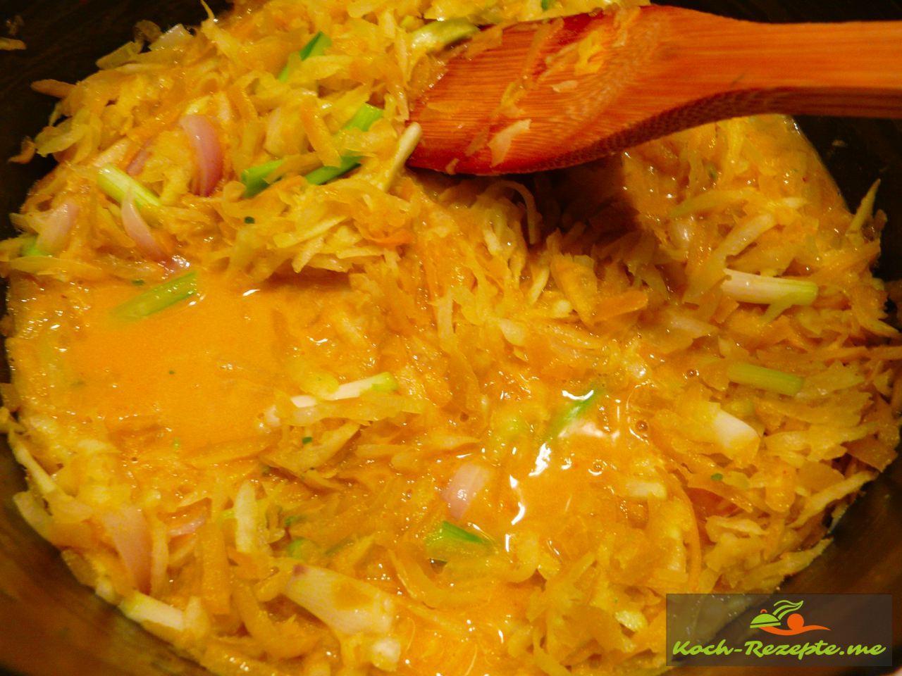 Thai Rezept Gemüse Nudeln Garnelen, Brühe unterrühren und aufkochen dann klein Hitze für 5 Minuten  stellen