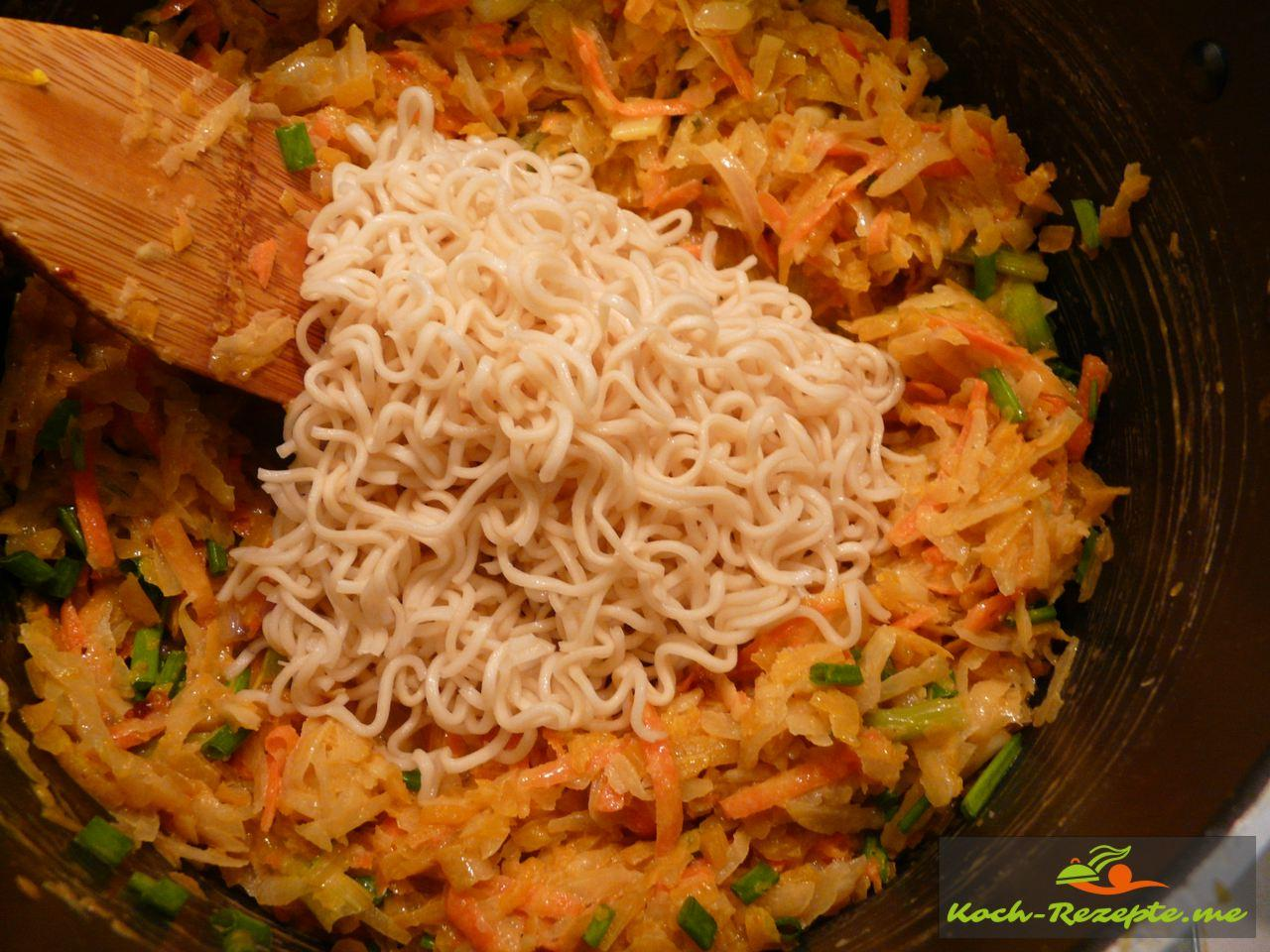 Thai Rezept Gemüse Nudeln Garnelen. Nudeln unters Gemüse heben