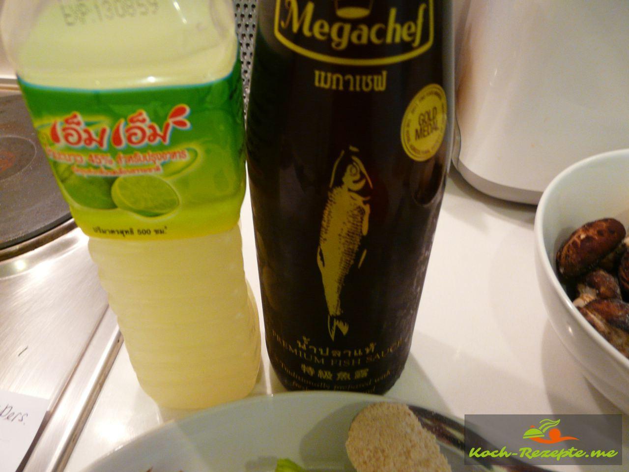 Fischsauce und Limettensaft für Tom Yam Gung