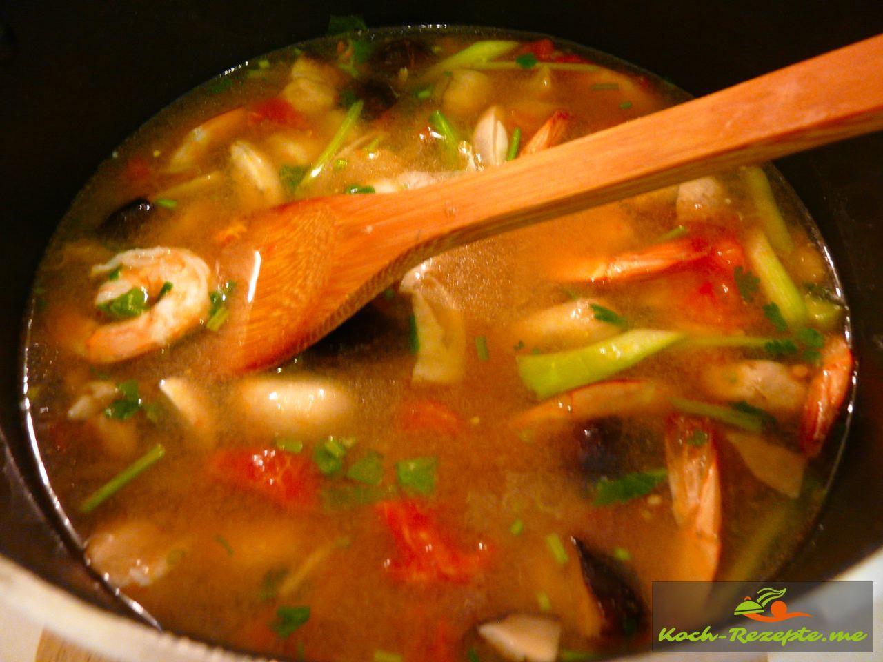 Fertig  und abschmecken die Garnelensuppe Ton Yam Gung