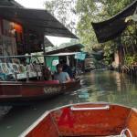 Touristenattraktion: ein Boot mit Motor
