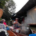 Touristenattraktion: Malee kauft sich ein Nudelgericht