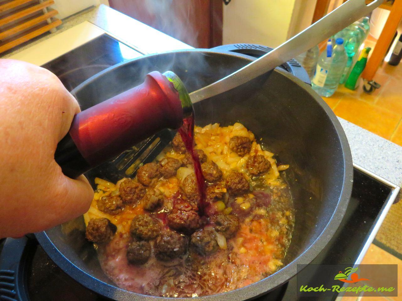 wenn die Bällchen gut sind mit Rotwein ablöschen