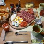 20160505_Avokado-Blauschimmel-Apfel-Creme _0001_01Baguette Frühstück mit Kaffee