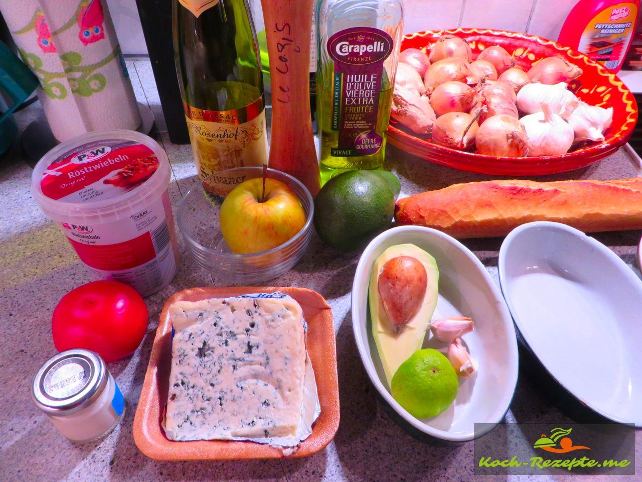 Zutaten für Avocado-Roquefortcreme, Avocado-Blauschimmelcreme mit Apfel.