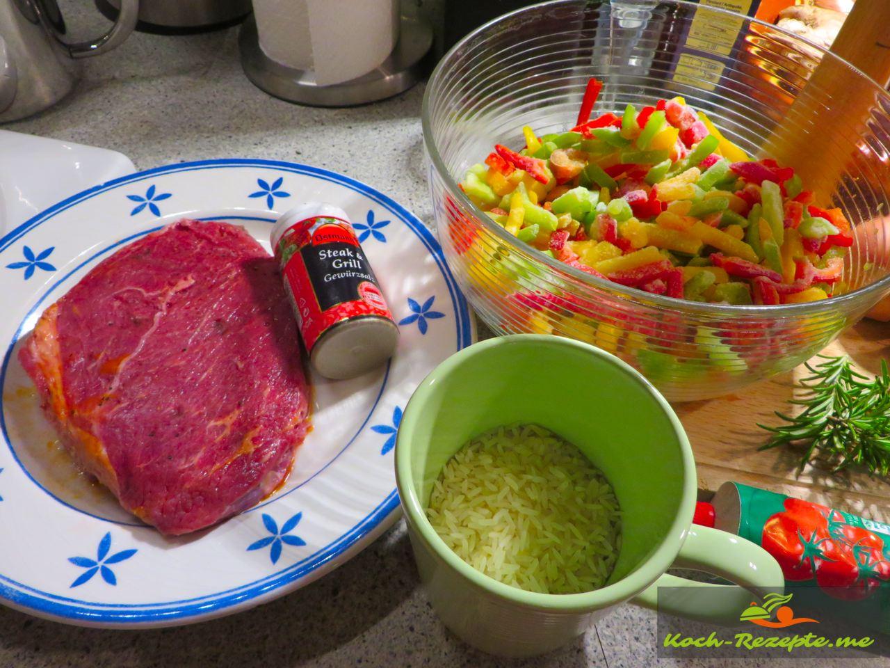Steak Reis für Zutaten für die  Spezialität Piperade á la basquaise , Paprikagemüse