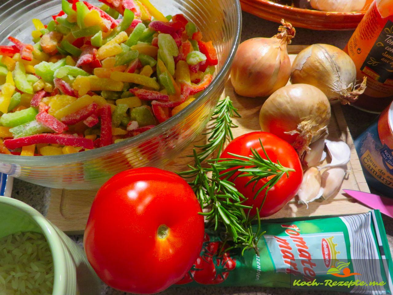 Zutaten für die  Spezialität Piperade á la basquaise , Paprikagemüse
