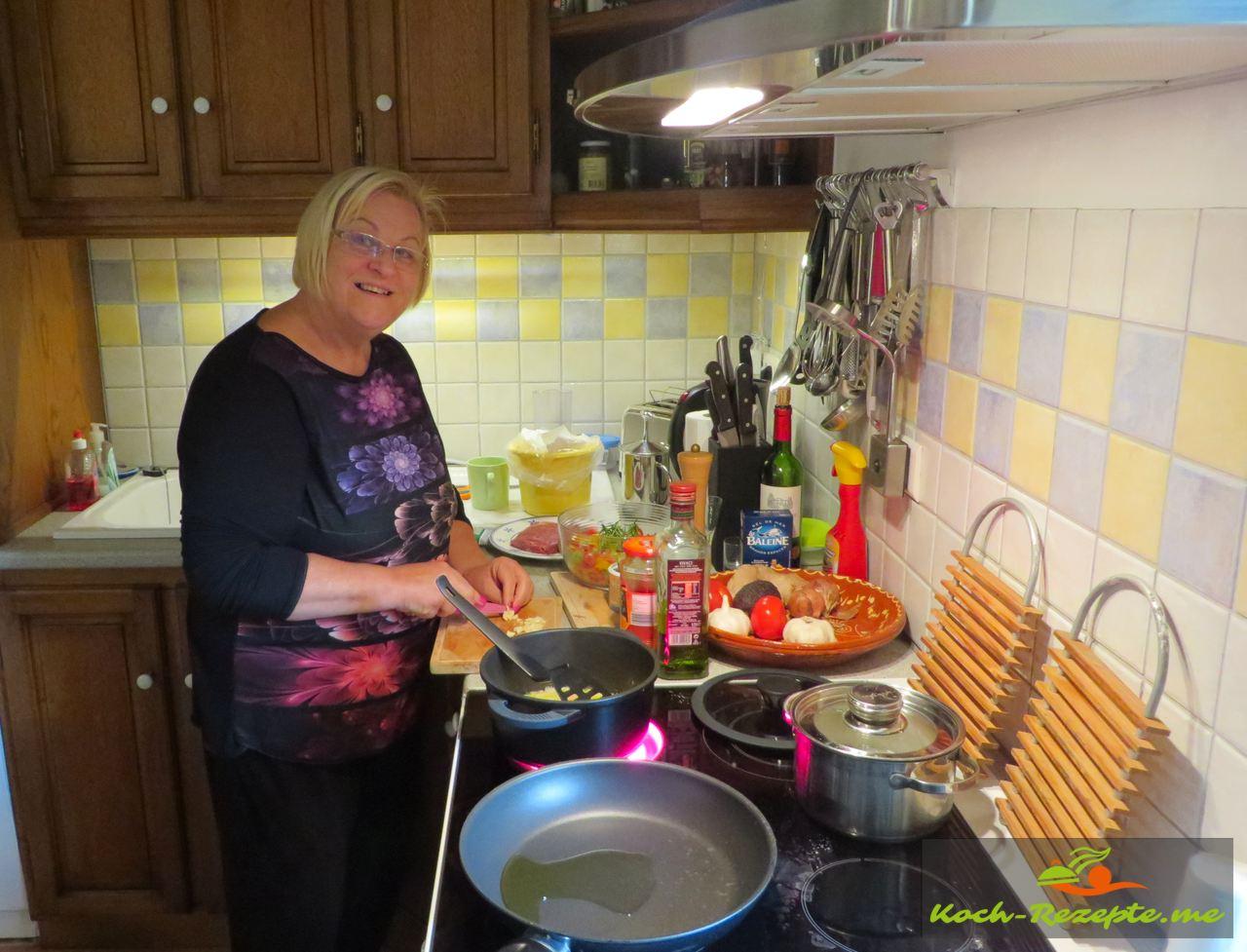 Heute koche ich eine weitere Spezialität Piperade á la basquaise , Paprikagemüse