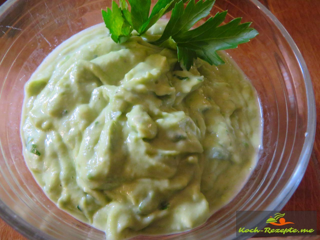 Avocadocreme die Sahne Sauce Normande Grundrezept auf kurzgebratenem Lammfleisch servieren