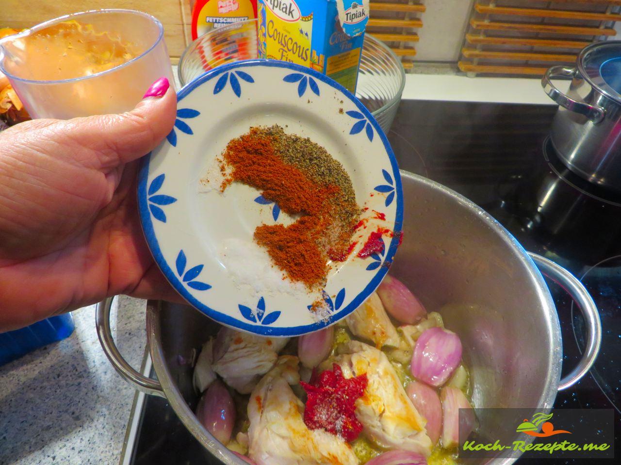 Rezept Couscous Huhn Garnelen aus der schnellen französischen Küche jetzt die Gewürze und Tomatenmark dazu geben
