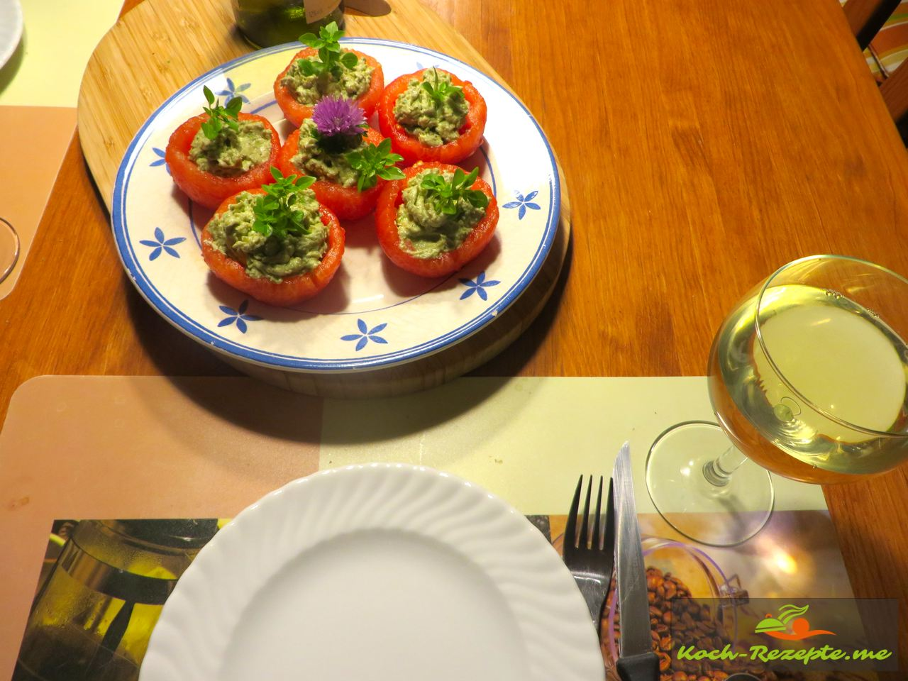 gefüllte Tomaten mit Avocado-Ziegenfrischkäse Creme