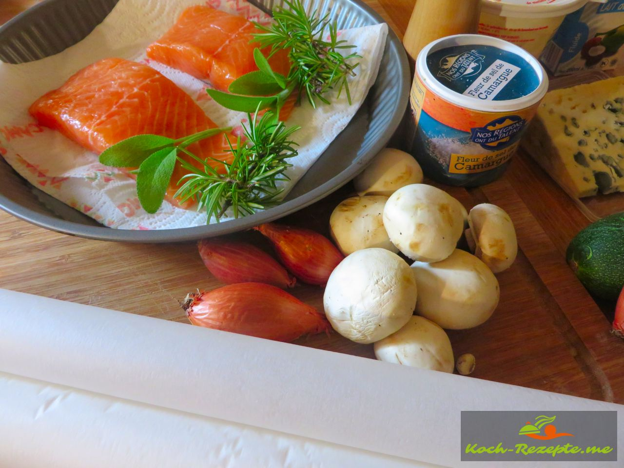 Zutaten für  Lachspäckchen mit Reis Risotto-Zucchini und Roquefort Sauce