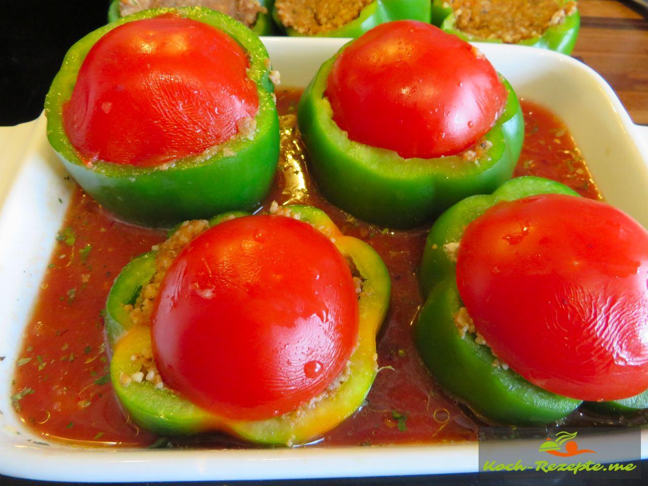 Den Tomatendeckel aufdrücken, so bleibt das Fleisch zart